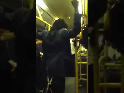 Londra, donna ubiraca insulta uomo di colore sul bus Parla inglese2