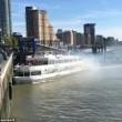 Londra, nave turistica finisce contro molo3
