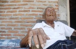 Mbah Gotho uomo più vecchio mondo? Secondo i suoi documenti ha 145 anni