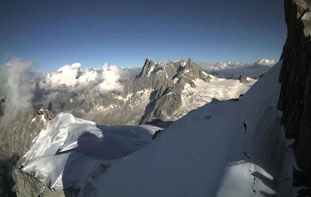 Monte Bianco, in 100 sospesi a 3mila metri2