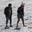 Monte Bianco, turisti in shorts saltellano tra i crepacci FOTO3