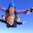 Paracadute si aggroviglia: cade su auto da 4500 metri 3