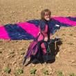 Paracadute si aggroviglia: cade su auto da 4500 metri 2