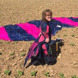 Paracadute si aggroviglia: cade su auto da 4500 metri 8