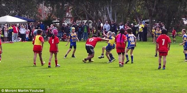 Rugby, a 9 anni è troppo grosso3