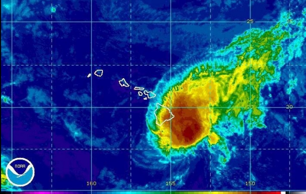 YOUTUBE Hawaii, emergenza meteo: arriva uragano Madeline 2