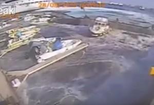 YOUTUBE Messina, nave da crociera Carnival Vista sbaglia manovra e travolge il porto