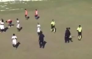 Guarda la versione ingrandita di YOUTUBE Pugno a arbitro che finisce in ospedale, orrore in Argentina
