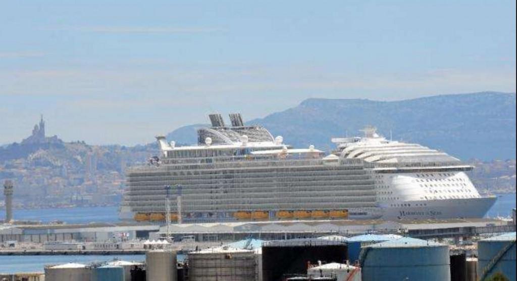 Marsiglia, nave da crociera Harmony of the Seas, crolla scialuppa: un morto e feriti gravi 5