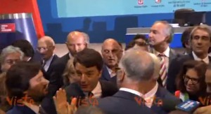 """VIDEO Renzi, fuori onda: """"Oh, stavolta ho parlato di Mezzogiorno"""""""
