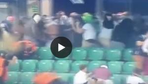 YOUTUBE Legia, follia ultrà: spray urticanti contro steward