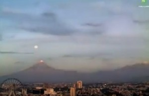 "VIDEO YOUTUBE Il vulcano Popocatépetl ""inghiotte"" la luna"