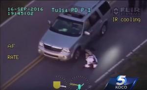 YOUTUBE Usa, a Tulsa polizia uccide nero con le mani alzate