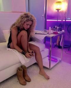 Shakira, foto pedicure su Instagram. Ma i fan notano un particolare...