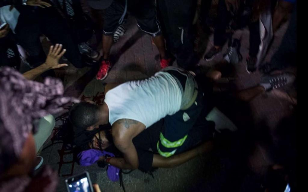 YOUTUBE Usa, nuova notte di scontri a Charlotte: un ferito grave. E' stato di emergenza 9