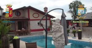 YOUTUBE Rom ad Avezzano (L'Aquila): nullatenenti con ville di lusso con piscina FOTO