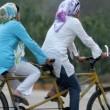 Iran, donne: vietato andare in bici. E la protesta femminile è social FOTO 2
