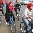 Iran, donne: vietato andare in bici. E la protesta femminile è social FOTO 5