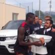Mario Balotelli, Le Iene a Nizza: in regalo un bidet