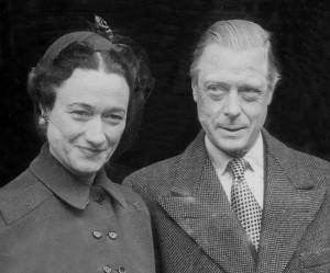 """Edoardo VIII, che abdicò per Wallis Simpson, """"ebbe un figlio da una sarta francese"""""""