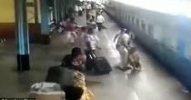 YOUTUBE Scivola vicino al treno in movimento, salvato da agente di polizia