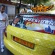 Tirana, tassista tappezza auto con foto Donald Trump2