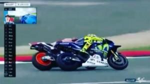 Marquez calcio sospetto a Valentino Rossi a Silverstone VIDEO 01