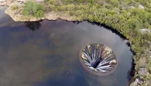 Covao do Conchos, il buco che ha il lago intorno