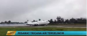 Guarda la versione ingrandita di  Carrello rotto: aereo cargo atterra strisciando sulla pista