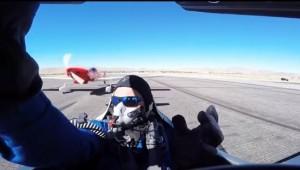 VIDEO YOUTUBE Pilota miracolato: ala aereo gli sfiora la testa