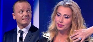Guarda la versione ingrandita di Gigi D'Alessio, debito da 200mila euro con Valeria Marini. Lei procede per vie legali