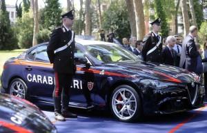 Carabinieri, perché non possono usare l' ombrello?