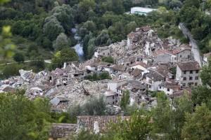 Una veduta di Pescara del Tronto distrutta dal terremoto (Ansa)