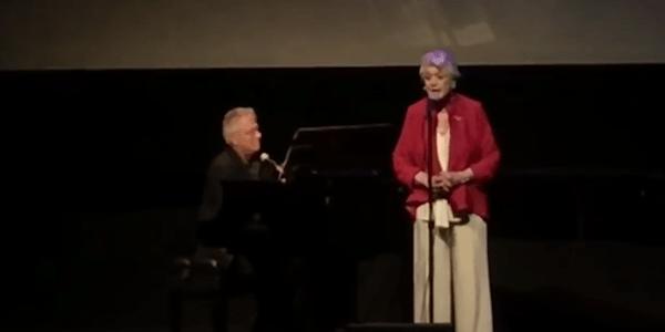 Angela lansbury canta bella e la bestia per il 25 for 25esimo anniversario