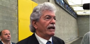 "VIDEO YOUTUBE Antonio Razzi: ""Hollande e Merkel vi dico, fatevi i c*** vostri"""