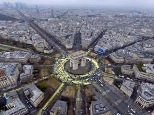 Guarda la versione ingrandita di Parigi, decoratore massacrato di botte per alcune foto: