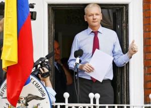 """""""Assange e WikiLeaks aiutano la Russia"""": la dura accusa del New York Times"""