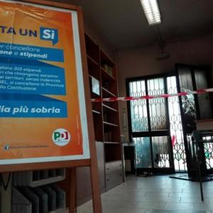 Guarda la versione ingrandita di Modena, attentato alla sede Pd: bombole di gas esplodono FOTO