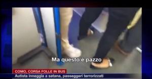 YOUTUBE Como, folle corsa del bus: autista canticchia nenie sataniche