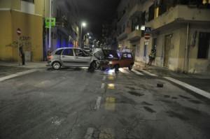 Cagliari, non si ferma all'alt dei carabinieri: si schianta contromano