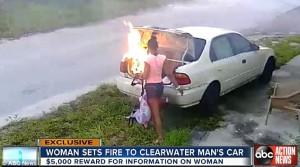 Guarda la versione ingrandita di VIDEO YOUTUBE Dà fuoco all'auto dell'ex fidanzato ma…non era la sua