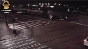 """Milano, auto investe ragazze e fugge. Diffuso video: """"Chi ha informazioni chiami"""""""