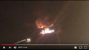 YOUTUBE A16, autocisterna prende fuoco tra Tufino e Baiano