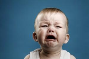 Botte a bimbo di 18 mesi: baby sitter denunciata