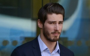 Londra, banchiere di 24 anni insulta e prende a pugni buttafuori per non pagare il conto