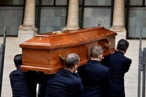 Senigallia, marito va al funerale della moglie ma...sui necrologi la davano per vedova