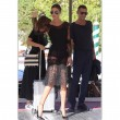VIDEO Belen Rodriguez spinge il figlio Santiago sull'altalena: la gonna... 3