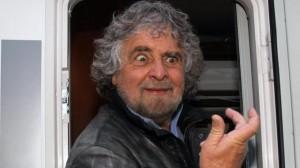 Guarda la versione ingrandita di Movimento 5 stelle avvelenatore di pozzi, bugie e follie dal circo equestre di Beppe Grillo e di una srl... Se guardate questa foto di Beppe Grillo, andate a applaudirlo in teatro ma non lo votate...