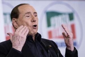 """Fiuggi, la platea di Forza Italia grida: """"I vecchi a casa!"""". In 6 applaudono Toti, Parisi: """"Un altro Berlusconi non c'è"""""""