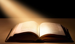 Sarzana, arrestati tre spacciatori: usavano Bibbia come carta igienica